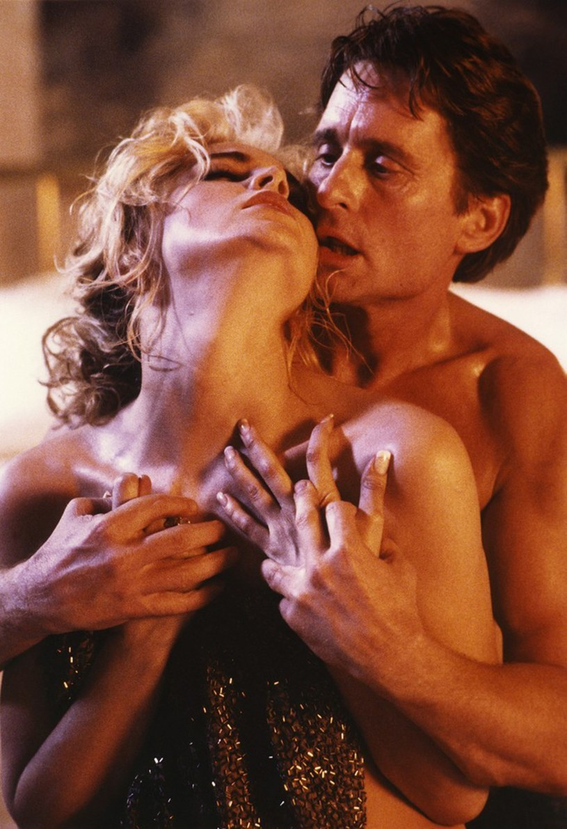 "Sharon Stone i Michael Douglas w ""Nagim instynkcie"" /Screen Prod / Photononstop /East News"