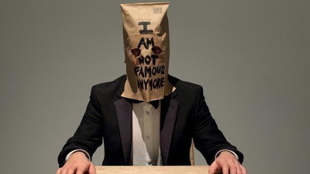 "Shia LaBeouf podczas akcji ""#IAmSorry"" /"