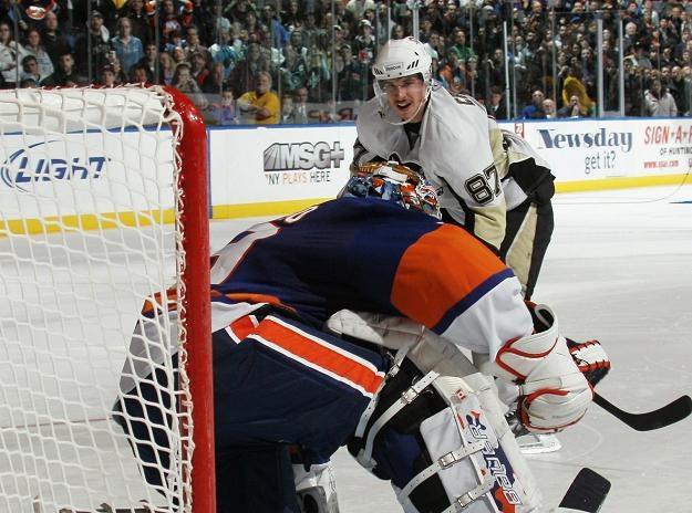Sidney Crosby nie dał rady pokonać Ricka DiPietro /AFP