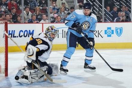 Sidney Crosby trzy razy zmusił do kapitulacji bramkarza Buffalo Sabres /AFP