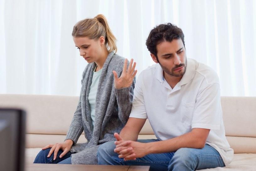 Sieć bliskich nam osób może pełnić rolę buforu przed szkodliwym, psychologicznym wpływem codziennych małżeńskich konfliktów /©123RF/PICSEL