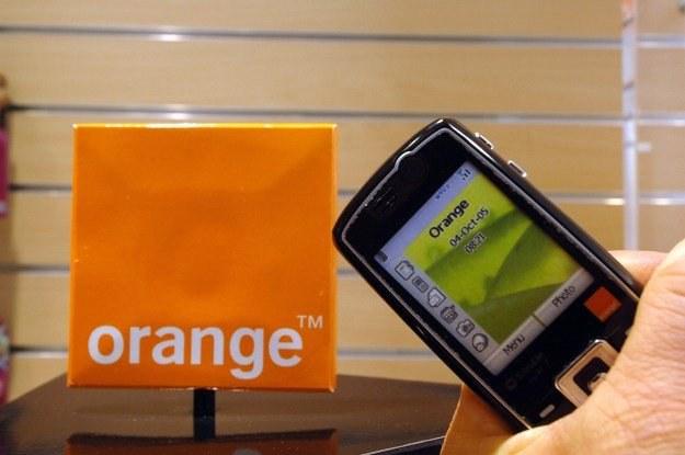 Sieć Orange chce wziąć na siebie podwyżkę stawek VAT i nie obciążać klientów /AFP