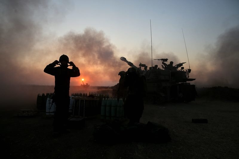 Siedmiu żołnierzy izraelskich zginęło w walkach z Hamasem /ABIR SULTAN /PAP/EPA