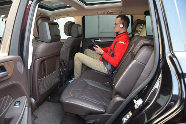 Siedzenia mają pochylane oparcia, ale niestety się nie przesuwają. Monitory w zagłówkach to opcja. /Motor