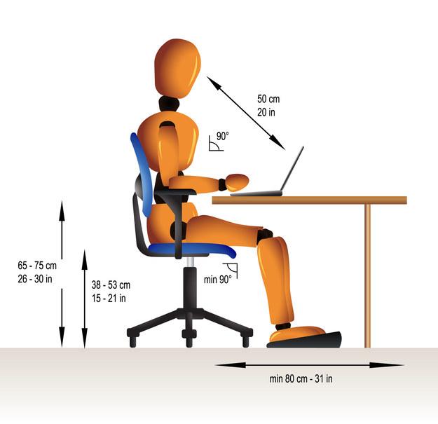 Siedzenie nie stanowi fizjologicznej pozycji ciała i chociaż znakomicie ułatwia wykonywanie większości czynności zawodowych /123RF/PICSEL