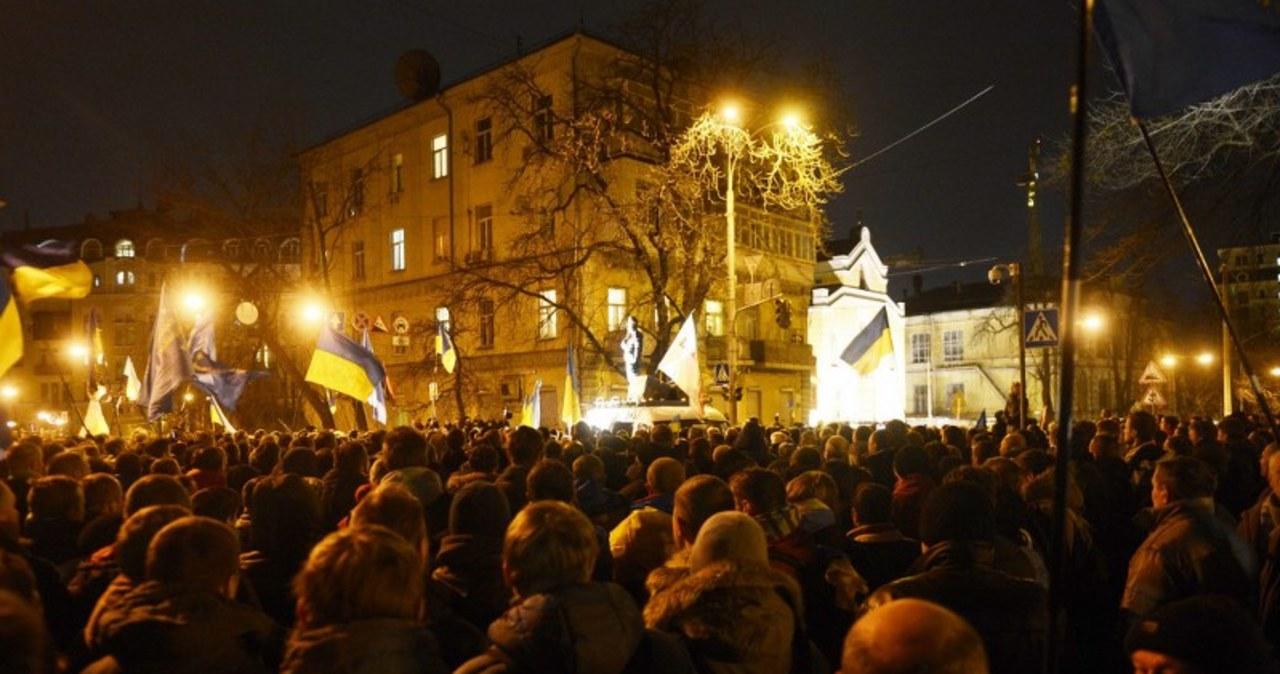 Siedziba Jaukowycza oblężona przez protestującą opozycję