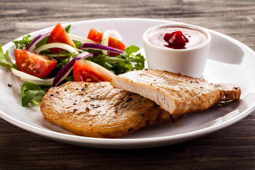 Sięgaj po produkty, które obfitują w żelazo: mięso i jego przetwory /123RF/PICSEL