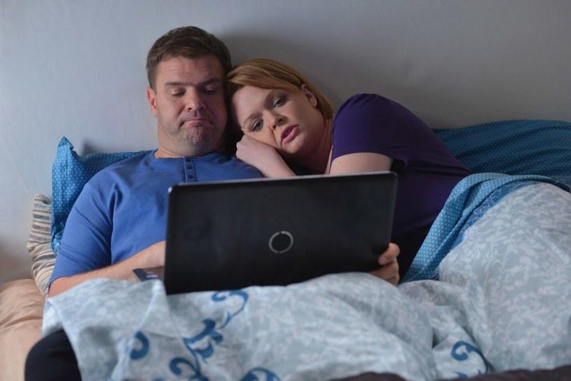 Sielanka w małżeństwie Doroty nie potrwa długo. Okaże się, że ktoś wie o romansie Gawronowej i ma na to dowody! /Agencja W. Impact