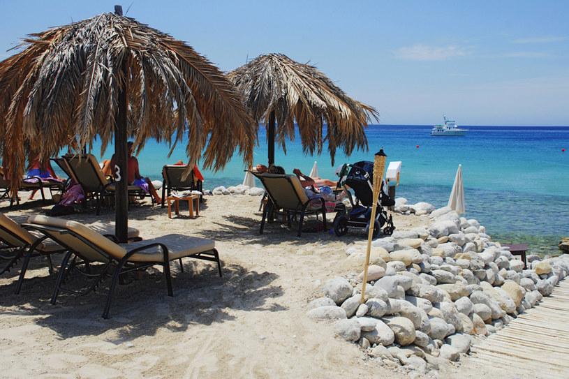 Sielska atmosfera Ibizy zadowoli najbardziej wybrednych plażowiczów, zwłaszcza że po całodziennym wypoczynku można wieczorem na tej samej plaży tańczyć i bawić się do rana /fot. Dariusz Raczko /Pani