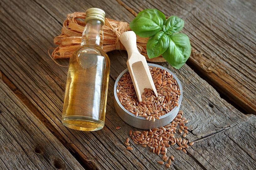 Siemię lniane to doskonałe uzupełnienie diety, a kosztuje zaledwie 2 zł /©123RF/PICSEL
