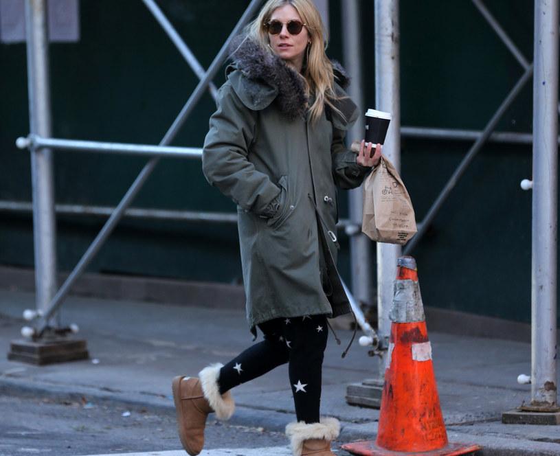 Sienna  Miller uwielbia śniegowce /East News