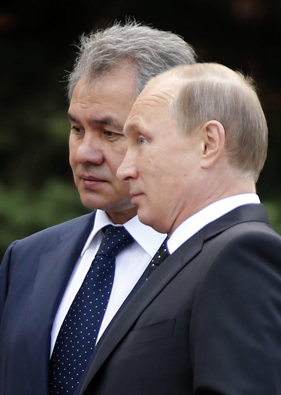 Siergiej Szojgu i prezydent Rosji Władimir Putin /MAXIM SHIPENKOV    /PAP/EPA