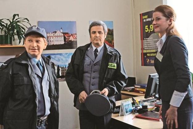 Sierżant Marczak (Artur Pontek)wraz z dowódcą – komendantem Możejko (Piotr Polk) dzielnie stoją na straży prawa. /Mat. Prasowe