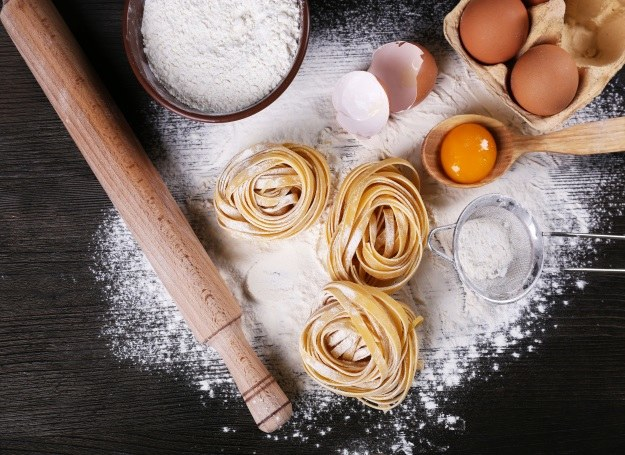 Siłą domowego makaronu są naturalne, pełne zdrowia składniki /©123RF/PICSEL