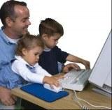 Silna więź dziecka z ojcem jest tak samo istotna jak ta z matką /Archiwum