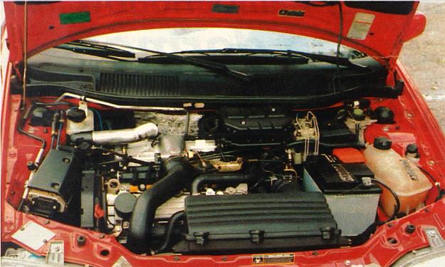 Silnik podobny do jednostki napędowej Uno Turbo. Koni mechanicznych nie widać, turbosprężarka ukryta, poważniejszy serwis - tylko w bardzo wyspecjalizowanych warsztatach. /Motor