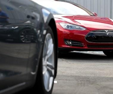 Silnik samochodu Tesla Model S może być uruchomiony smartfonem