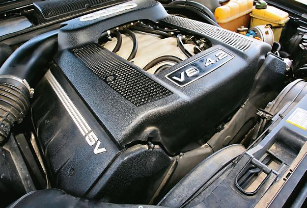 silnik V8 4.2 /Motor