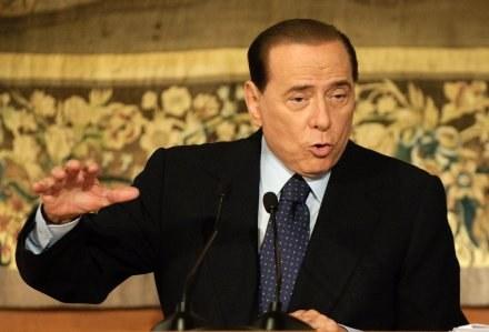 Silvio Berlusconi uważa, że piłkarze zarabiają za dużo /AFP