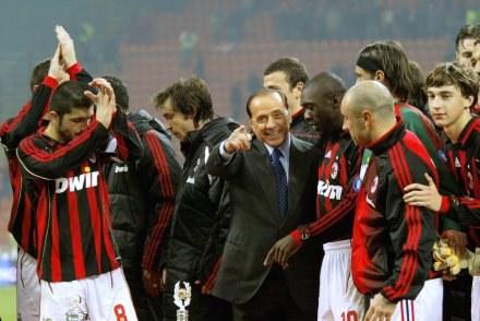 Silvio Berlusconi (w środku) /AFP