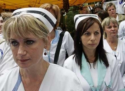 Siostry idą w kamasze... /AFP