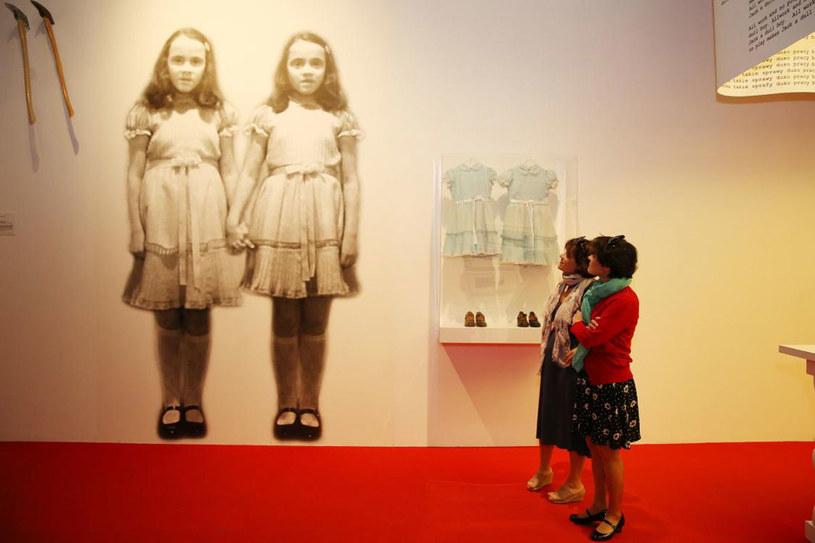Siostry Lisa i Louise Burns też odwiedziły wystawę /materiały prasowe