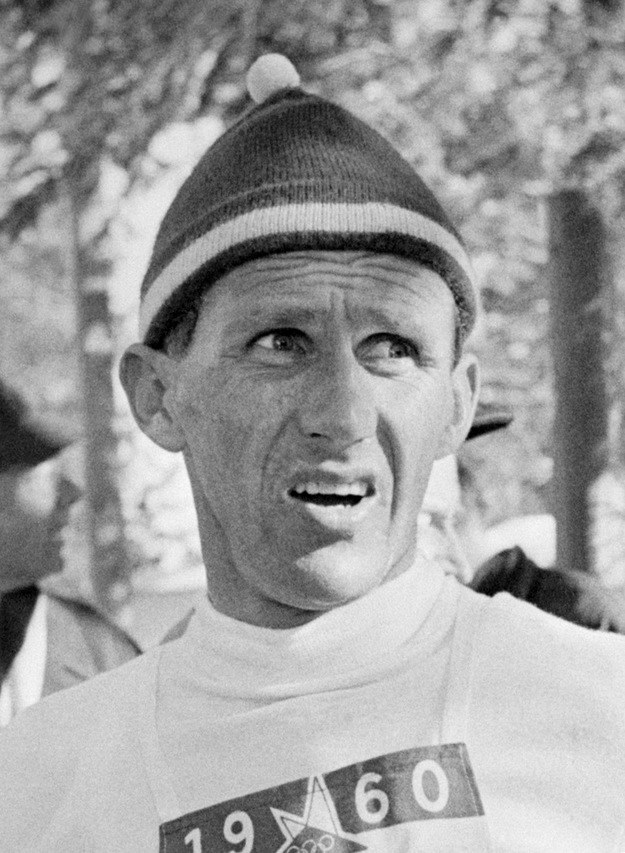 Sixten Jernberg zdobył dwa medale w biegach narciarskich /AFP