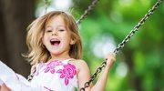 Skacz, wspinaj się i huśtaj: Dlaczego powinniśmy zachęcać dzieci do aktywności