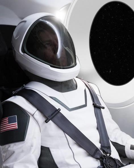 Skafander zaprezentowany przez Elona Muska /materiały prasowe
