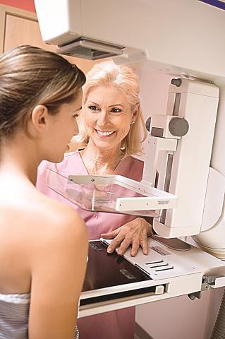 Skierowanie na mammografię może wystawić ginekolog. /Arch./Fotolia