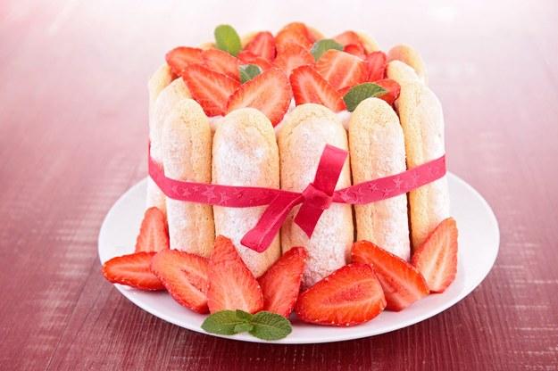 Składniki na 8-10 porcji: 70 dag truskawek, sok z 1 cytryny, 2/3 szklanki cukru, 4 łyżki żelatyny /123/RF PICSEL