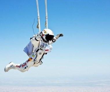 Skoczy z wysokości 36 km, przekroczy barierę dźwięku