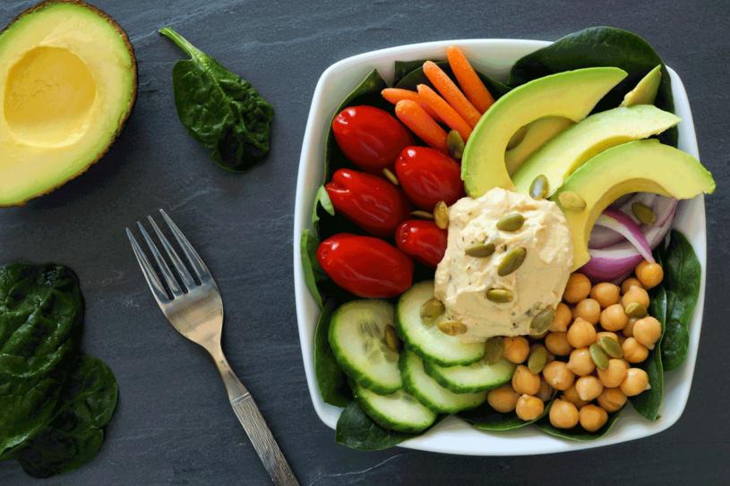 Skomponowanie wartościowych wegańskich posiłków wymaga wysiłku /123RF/PICSEL