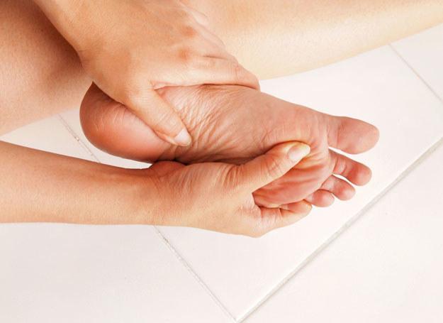 Skóra na stopach będzie bardziej delikatna i miękka, poznaj sekret /123RF/PICSEL