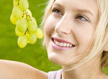 Skórki winogron zawierają resveratrol, który hamuje rozwój tkanki tłuszczowej.
