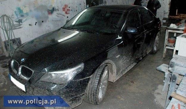 Skradzione BMW 5 /Policja