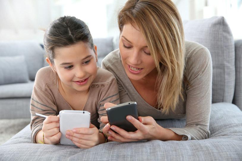 Skuteczna komunikacja przez telefon wymaga zapoznania się z kilkoma ważnymi zasadami /©123RF/PICSEL