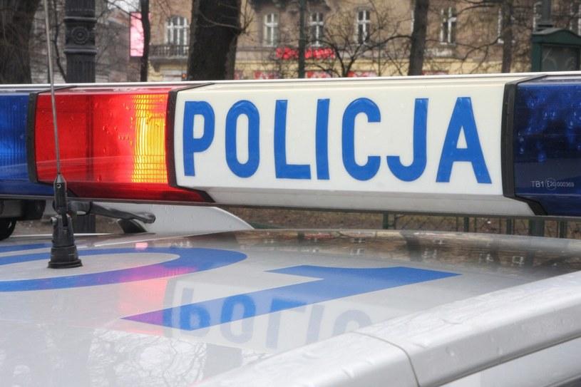Śląscy celnicy wspólnie z funkcjonariuszami CBŚ zatrzymali w okolicach Częstochowy trzy osoby, które zajmowały się nielegalną produkcją paliwa z oleju opałowego /Damian Klamka /East News