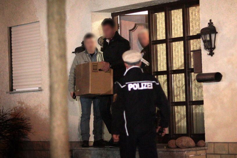Śledczy podczas przeszukania w domu Andreasa Lubitza /PAP/EPA