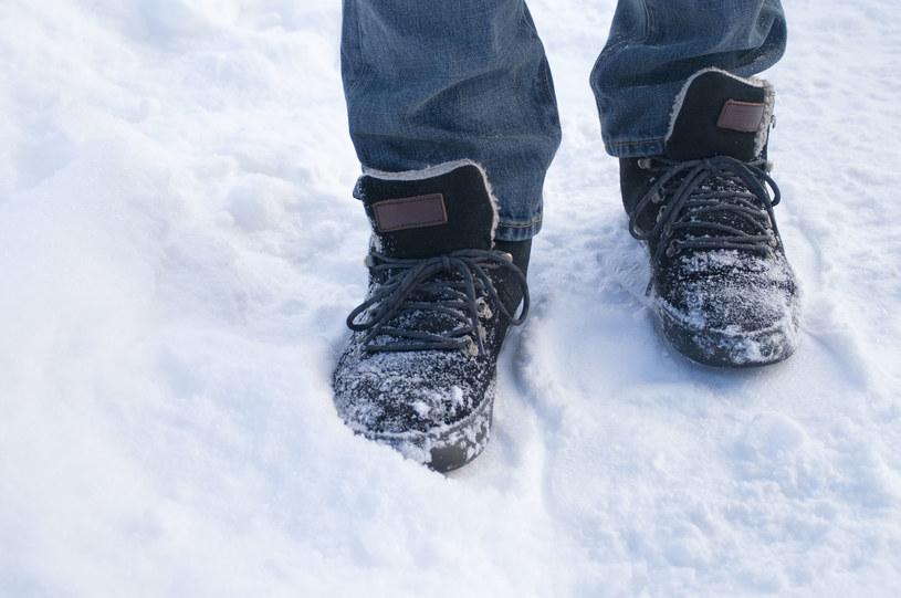 Śliskie buty to utrapienie zwłaszcza w zimie /123/RF PICSEL