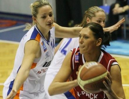 Slobodanka Maksimović (z lewej, Lotos) i Anna Wielebnowska /Agencja Przegląd Sportowy