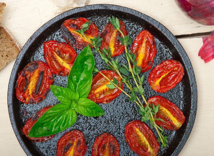 Słodkie pieczone pomidorki /123/RF PICSEL /123RF/PICSEL