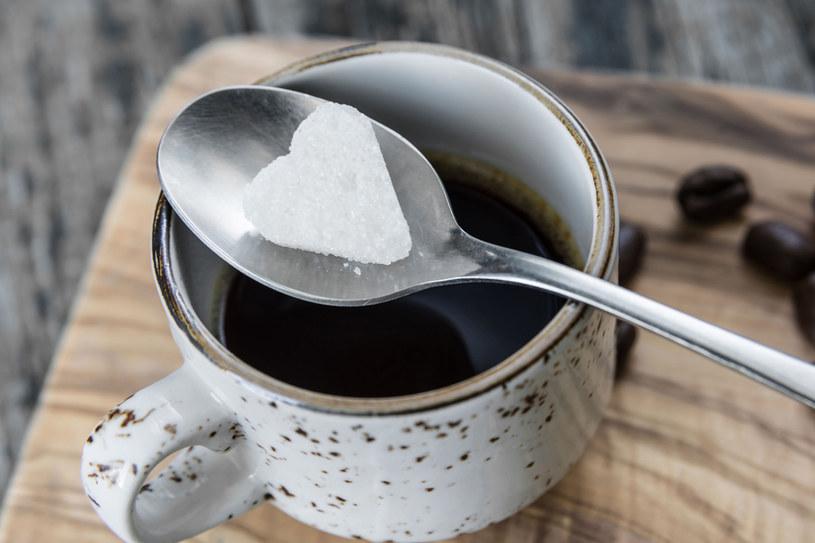 Słodycz jest przyjemna, ale zdradliwa /123RF/PICSEL