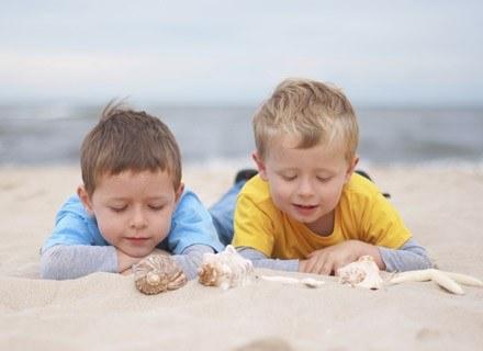 Słońce ma korzystny wpływ na skórę atopową i łagodzi objawy AZS. /ThetaXstock