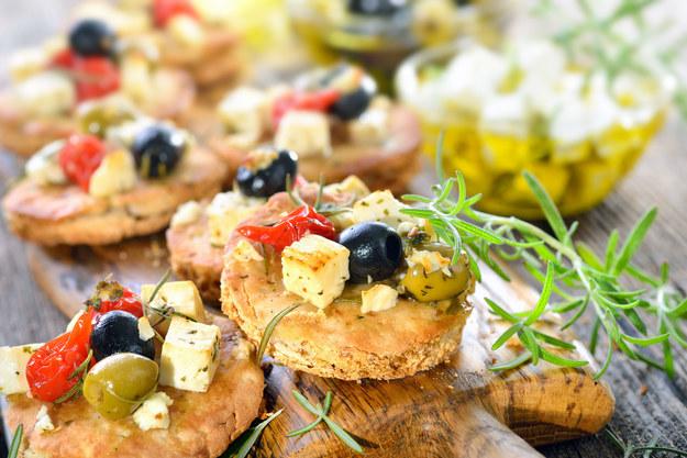Słone jedzenie zwiększa apetyt? /123RF/PICSEL