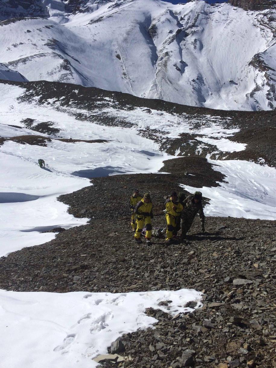 Słowacka wyprawa na Dhaulagiri - lawina zabiła pięć osób w bazie /NEPALESE ARMY (PAP/EPA) /PAP/EPA