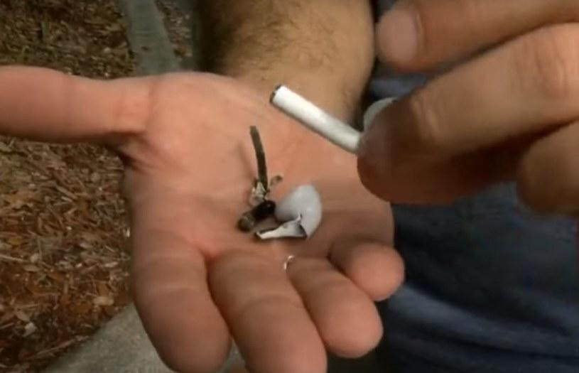 Słuchawki Air Pods mogą być niebezpieczne ze względu na baterie, które się w nich znajdują /WFLA /YouTube