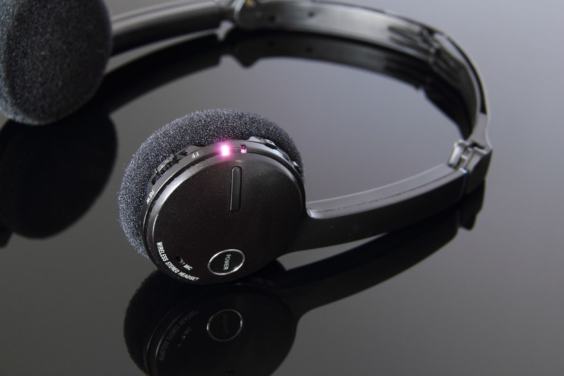 Słuchawki Bluetooth zagrożeniem dla prywatności? /©123RF/PICSEL