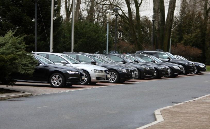 Służbowe samochody ministrów imponują. Prywatnie już takiego przepychu nie ma /Stanisław Kowalczuk /East News