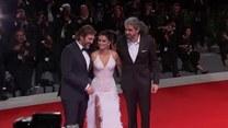 Słynne małżeństwo w nienagannych stylizacjach na premierze filmu